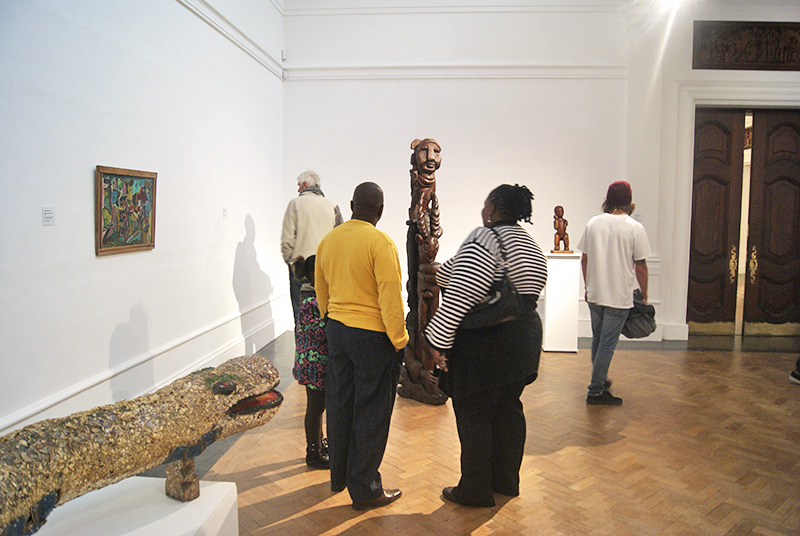 Against the Grain - Noluyanda Mafenuka and family view works by her late brother, Timothy Mafenuka, ISANG, 14 August 2013 (photo: J. Erasmus)