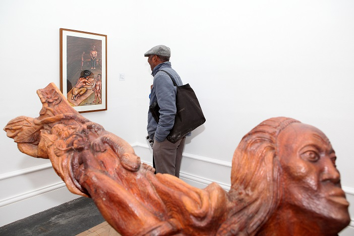 Against the Grain - Viewing Thami Kiti's painting, ISANG14 August 2013 (photo: C.Beyer Copyright Iziko Museums)