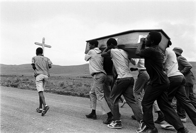 Funeral of two comrade youth abducted and killed in the 'Natal War,' Mphophomeni, Howick, 1987. Artist's collection (Photo: C Nunn)