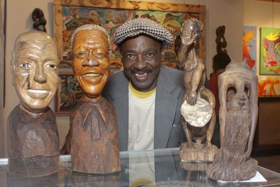Isaac Nkululeko Makeleni - Posing with works at The Cape Gallery, c. 2006 (Photo: Cape Gallery)