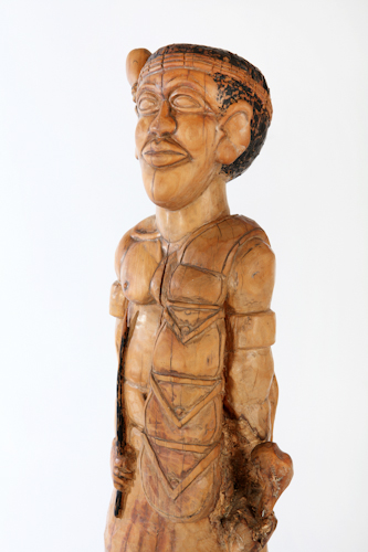 Isaac Nkululeko Makeleni - Inyanga. Wood, 96 x 22 x 15 cm, late 1980s (Collection: private, Cape Town. Photo: C. Beyer
