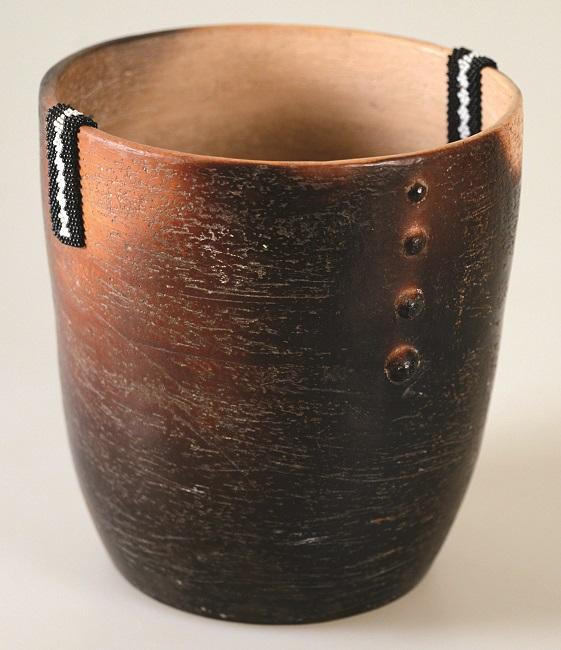 <em>Beaded vessel</em>, 2012. Smoked terracotta and beads, 17.2 x 16.4 cm (Image courtesy of DAG)