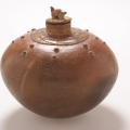 <em>Bushpig Jar I</em>, 2006. Smoked terracotta, 21 x 22 cm (Image courtesy of DAG)