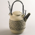 <em>Teapot with wire handles</em>, 1989. Stoneware and wire, 22.2 cm (Image courtesy of DAG)