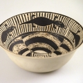 <em>Bowl (glazed on white)</em>, 1989. Stoneware, 12.2 cm (Image courtesy of DAG)