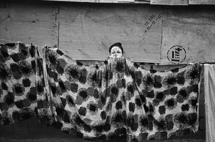 Omar Badsha - Young woman and washing, Inanda