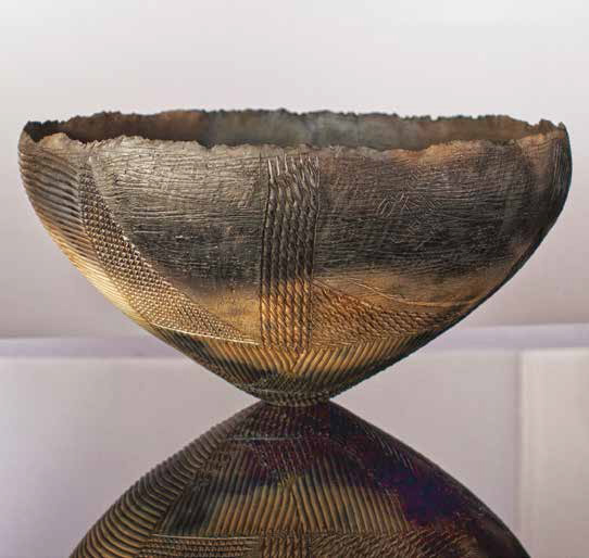 Injobo Enhle Ithungelwa Ebandla (Valuable experience is gained among others). Ceramics. 19x36.5cm